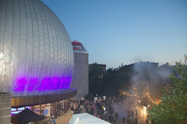 What a magical opening to the 10th edition of Berlin Art Week this was! Yesterday evening, we celebrated at Zeiss-Großpl...